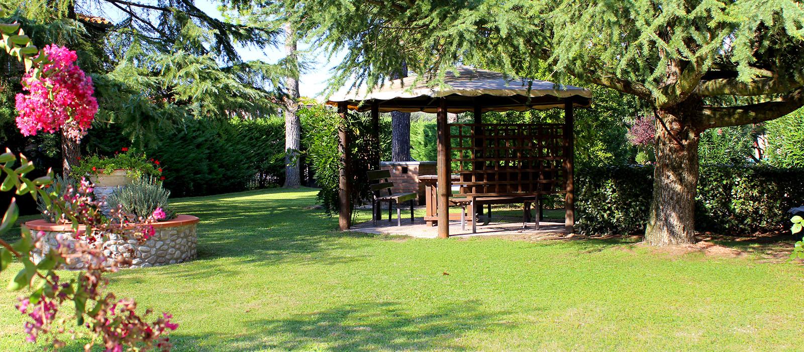 Gazebo giardino agriturismo 7
